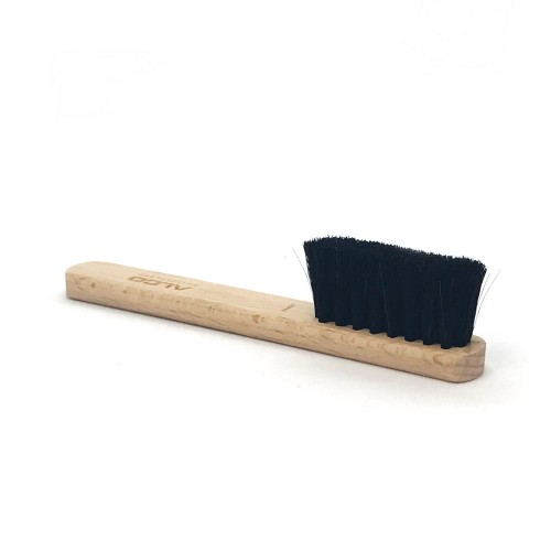 Eau de Temps goat hair brush